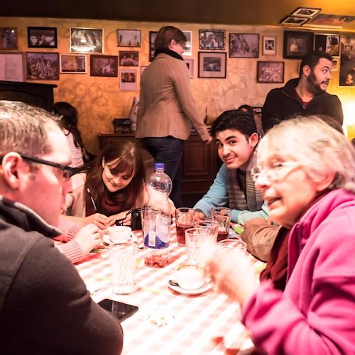 Tischgespräche im Sprachcafé