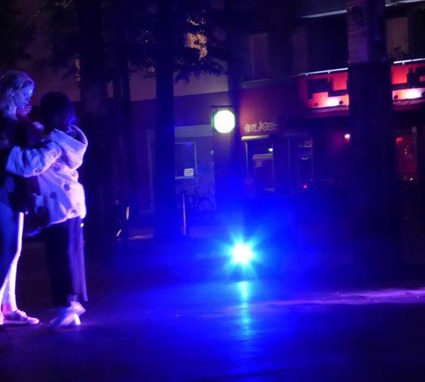 zwei tanzende Frauen